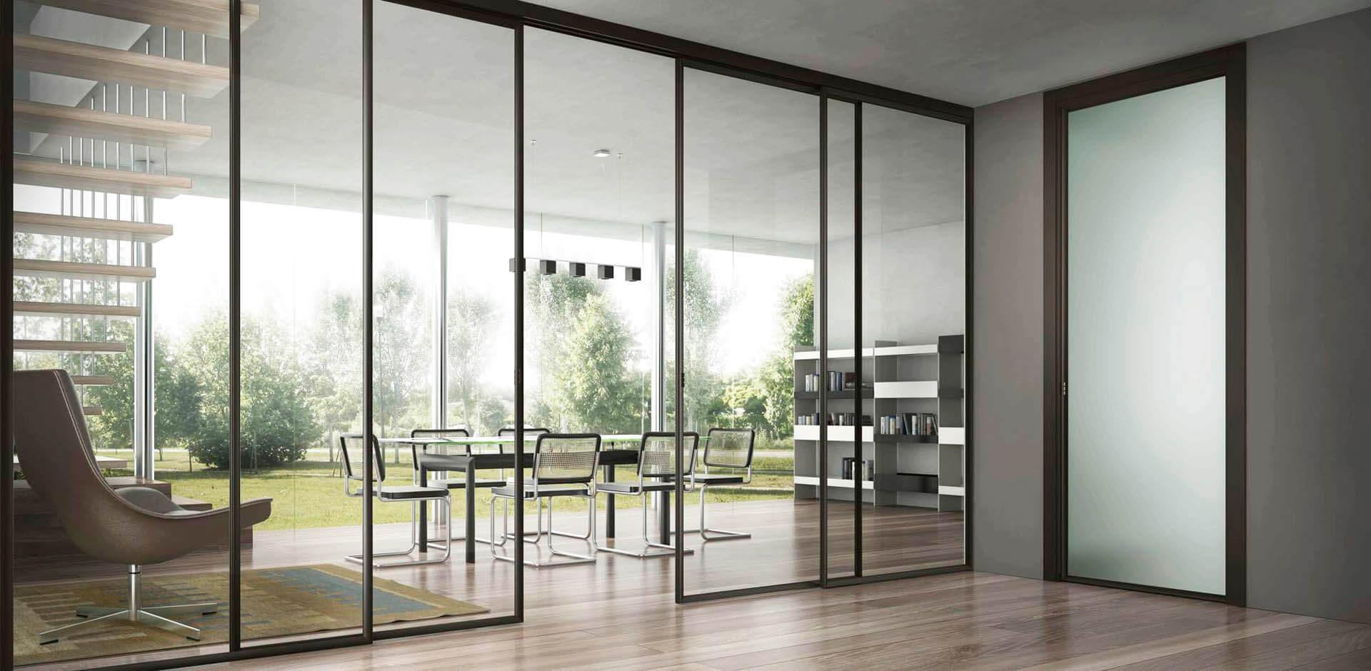Εσωτερικός χώρος διαμπερές γραφείου με γυάλινη πόρτα εισόδου, αυτόματα ανοιγόμενες πόρτες, γυάλινα παράθυρα και γυάλινα έπιπλα