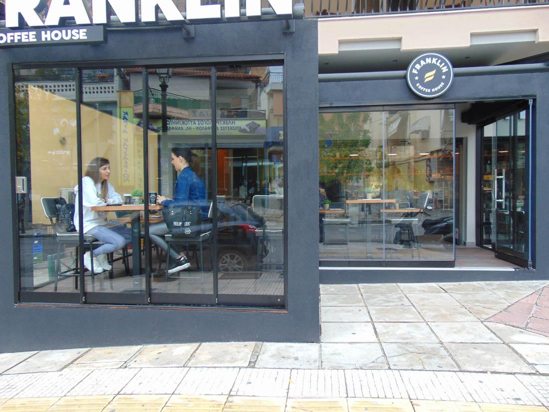 Συρόμενο Σύστημα σε εξωτερικό χώρο καταστήματος καφέ στην Θεσσαλονίκη